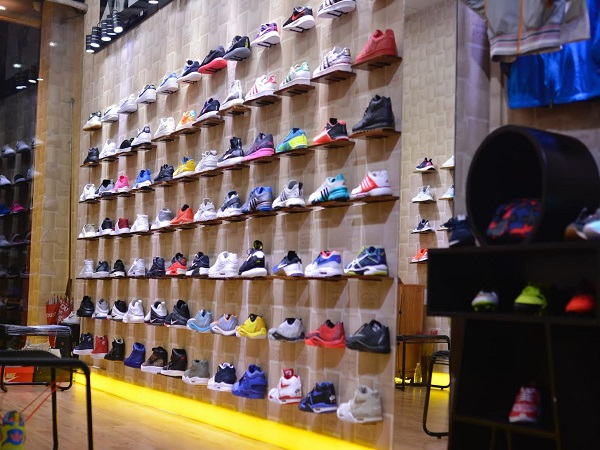 top 10 shop giay sneaker dep va chat luong nhat tai tphcm 04