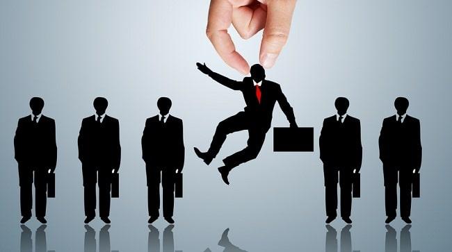 Top 10 nguyên nhân thất nghiệp của sinh viên: bị động trong quá trình tìm việc