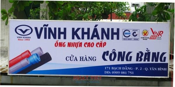 In bảng hiệu Nhất Việt