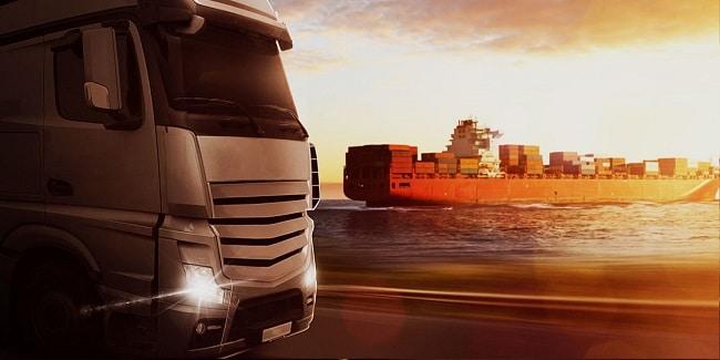Mỗi tháng tàu sông pha biển vận chuyển bằng cả nghìn xe tải nặng.
