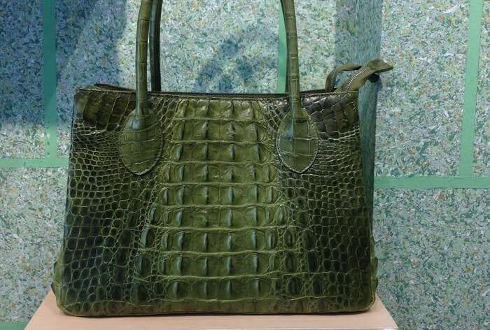 Túi xách da cá sấu thật hàng hiệu chất luong cao tại tphcm màu xanh