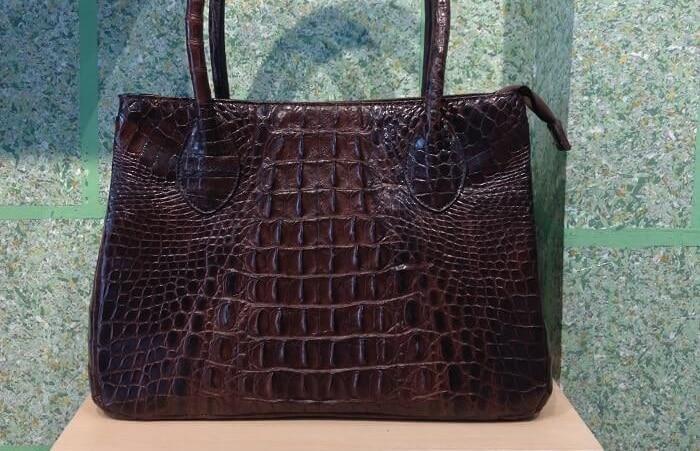 Túi xách da cá sấu thật hàng hiệu chất luongj cao tại tphcm tím nâu đẹp