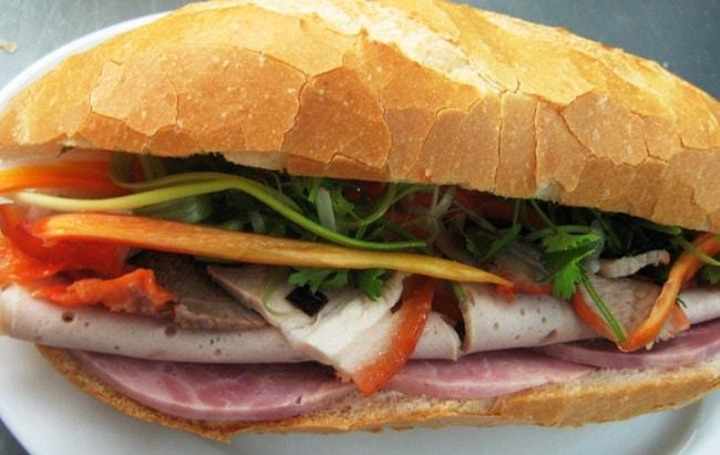Khám phá Top 10 món ẩm thực Hạ Long hấp dẫn vô cùng - bánh mì mỏ hạ long