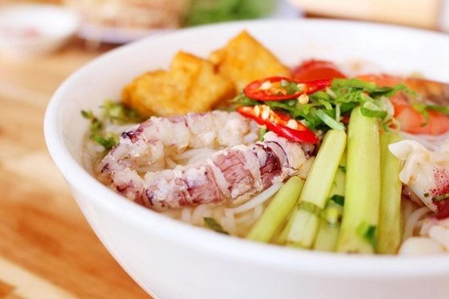 Khám phá Top 10 món ẩm thực Hạ Long hấp dẫn vô cùng - bún hải sản