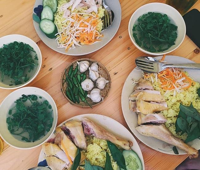 Quán cơm gà Phú Yên - Rơm là Top Quán cơm gà ngon nhất ở TPHCM