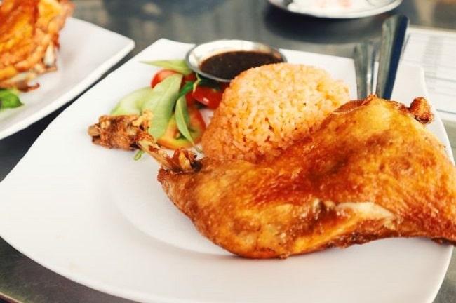 Cơm gà xối mỡ Su Su là Top Quán cơm gà ngon nhất ở TPHCM