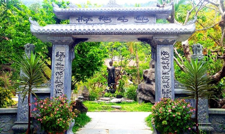 top cảnh quan ngôi chùa đẹp nhất huế mang tính tâm linh lịch sử - chùa huyền không sơn thượng