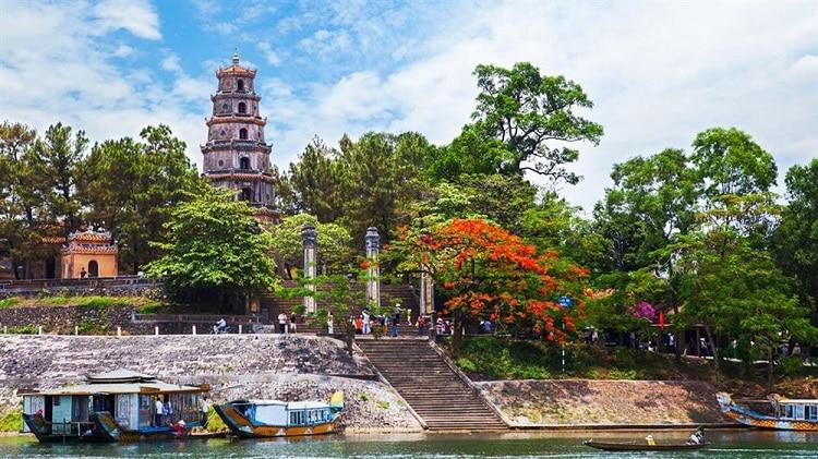 top cảnh quan ngôi chùa đẹp nhất huế mang tính tâm linh lịch sử - chùa thiên mụ