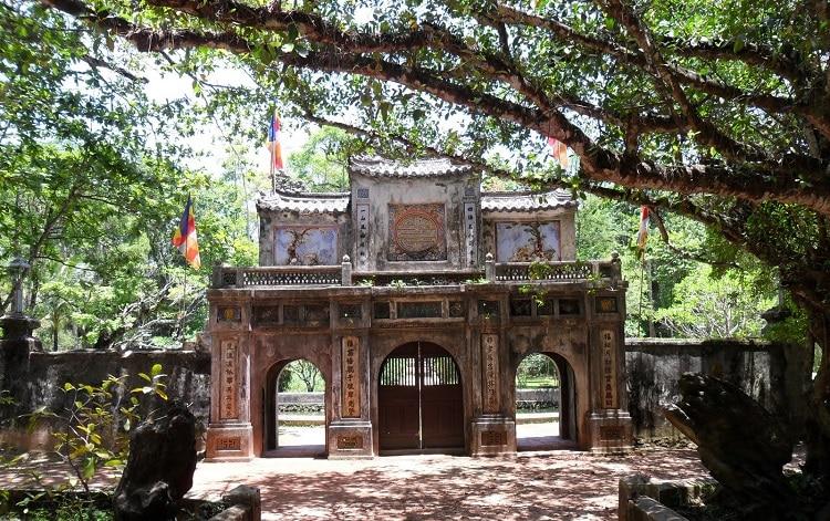 top cảnh quan ngôi chùa đẹp nhất huế mang tính tâm linh lịch sử - chùa từ hiếu