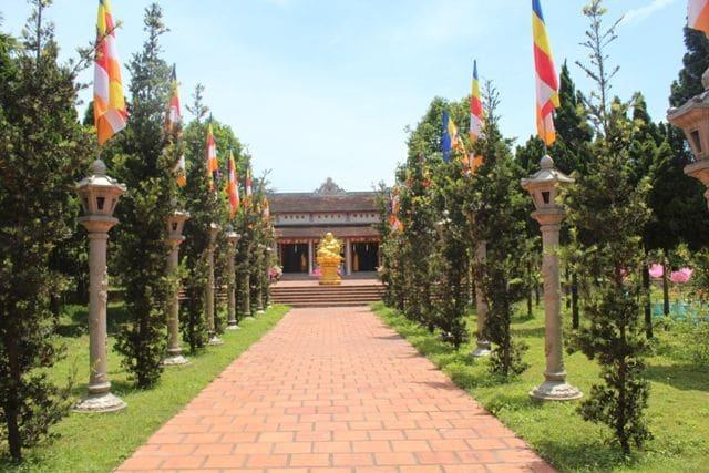 top cảnh quan ngôi chùa đẹp nhất huế mang tính tâm linh lịch sử - chùa từ lâm