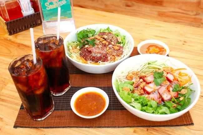 Top 10 món ăn vặt ngon nhất ở Huế