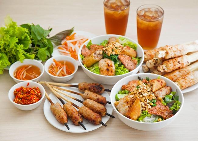 Top 10 món ăn vặt ngon nhất ở Huế - bún thịt nướng