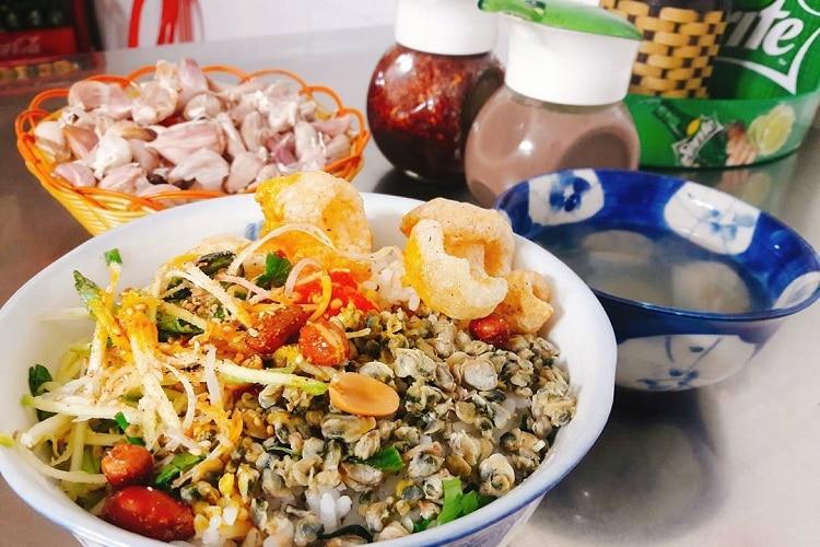Top 10 món ăn vặt ngon nhất ở Huế - cơm hến