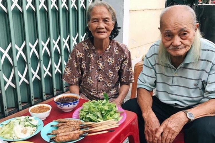 Top 10 món ăn vặt ngon nhất ở Huế - nem lụi