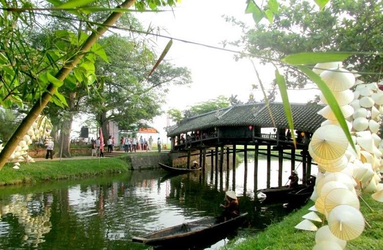 Top 7 địa điểm du lịch nổi tiếng tại Huế - Cầu ngói thanh toàn