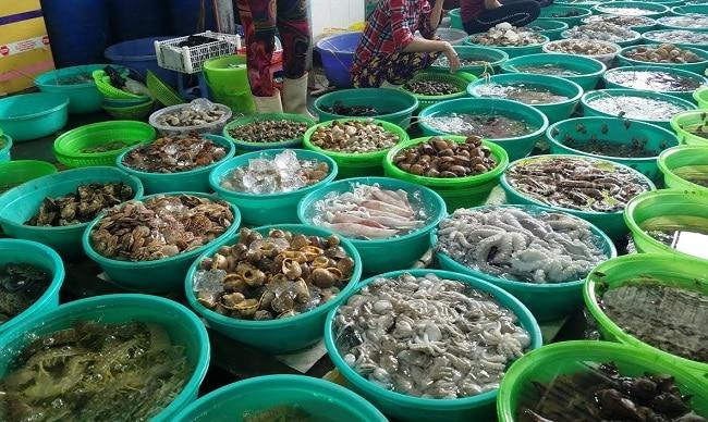 Chợ Hàng Dương là Top 10 địa chỉ mua hải sản tươi sống ngon nhất TPHCM