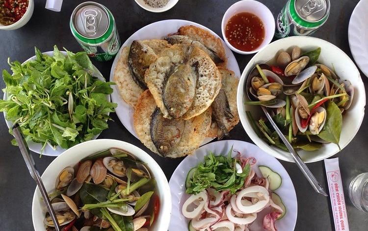 top 10 quán ăn hải sản tươi sống ngon bổ rẻ nhất tại Huế - Đầm chuồn hương quán