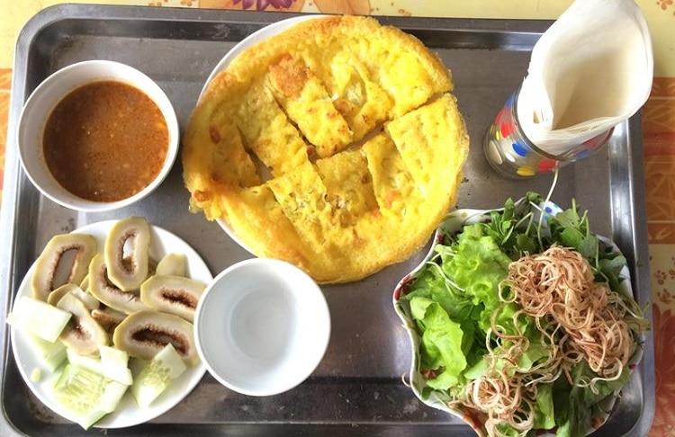 Top 10 quán ăn ngon lâu đời và nổi tiếng nhất ở Huế - bánh khoái lạc thiện