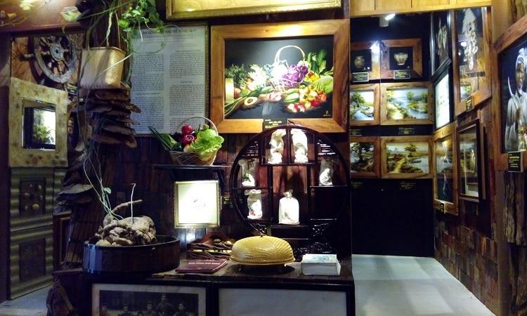 Top 10 thương hiệu quà huế nổi tiếng nhất Huế - Tranh thêu