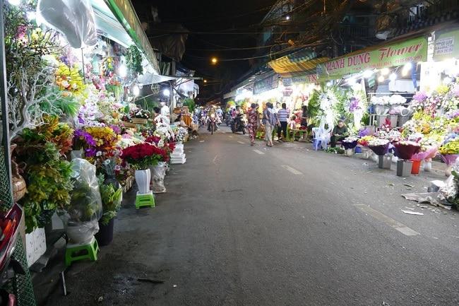 Chợ hoa Hồ Thị Kỷ là Top 10 chợ đầu mối lớn và rẻ nhất TPHCM