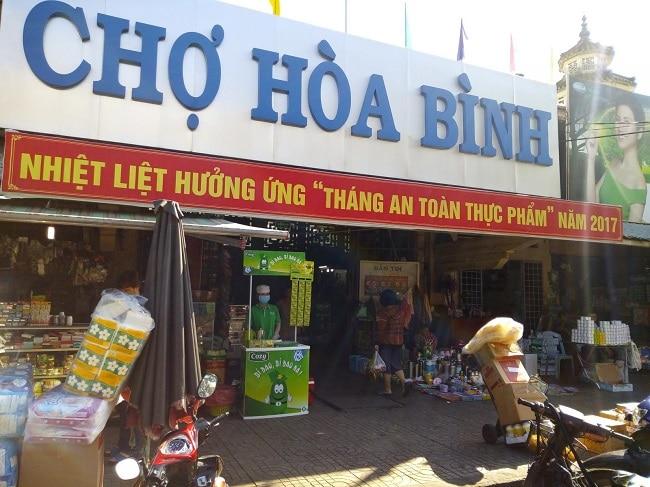 Chợ đêm Hòa Bình là Top 8 Chợ đêm nổi tiếng nhất ở TP. Hồ Chí Minh