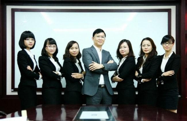 Công ty luật TNHH SMiC là Top 10 văn phòng / công ty luật uy tín nhất TP. Hồ Chí Minh