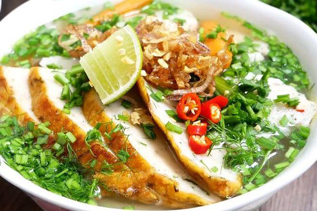Bánh canh chả cá là Top 10 đặc sản Bình Thuận hấp dẫn khó quên mà bạn không thể bỏ qua