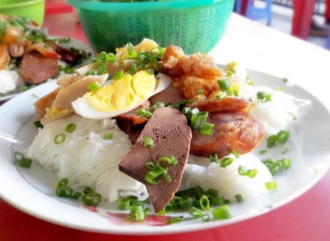 Lòng heo bánh hỏi Phú Long là Top 10 đặc sản Bình Thuận hấp dẫn khó quên mà bạn không thể bỏ qua