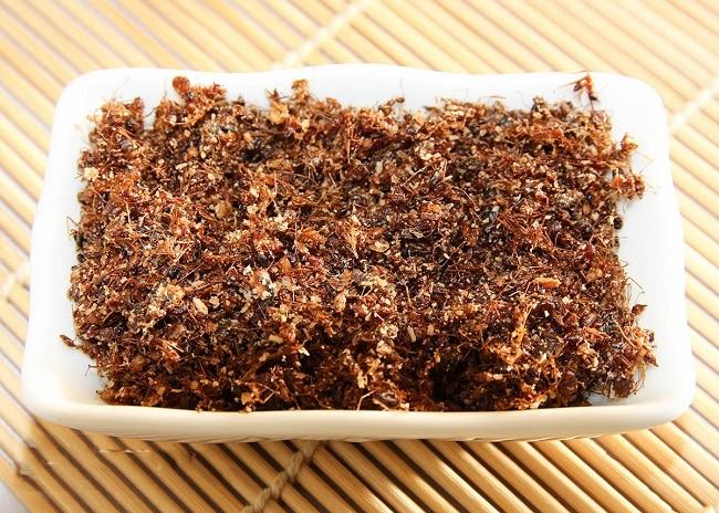 Khám phá ngay Top 10 đặc sản ẩm thực Gia Lai: Muối kiến vàng