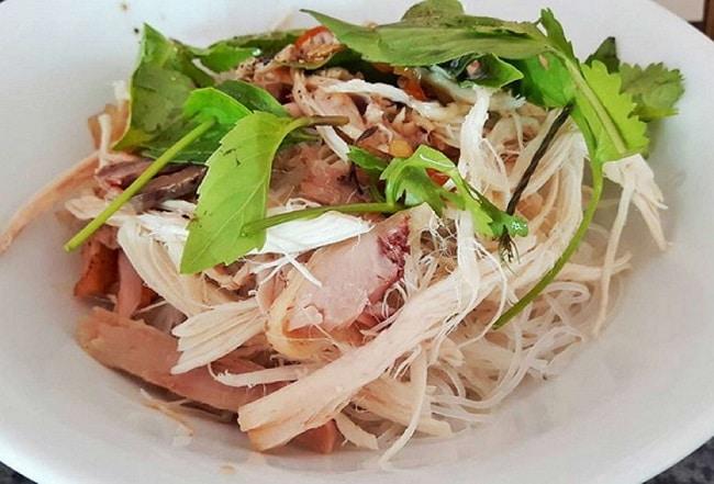 Khám phá ngay Top 10 đặc sản ẩm thực Gia Lai: Phở khô