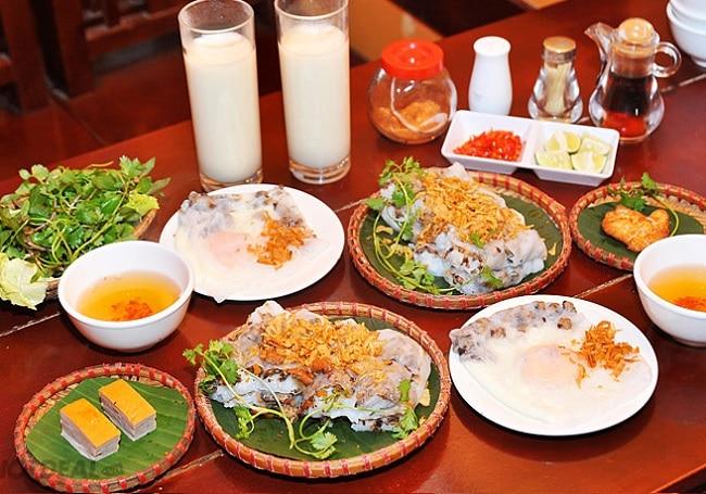 Bánh cuốn chả mực là Top 10 đặc sản Hạ Long - Quảng Ninh được lòng du khách bốn phương