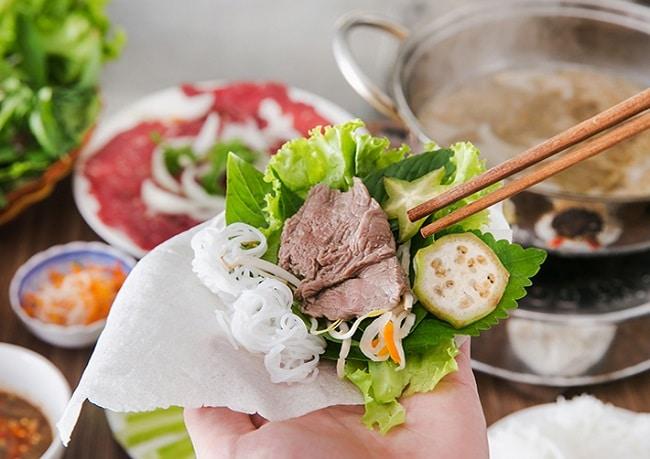 Bánh tráng cuốn phơi sương là Top 10 đặc sản của Tây Ninh, có thể bạn chưa biết?
