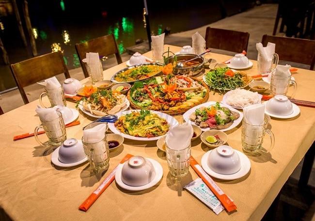 Nhà hàng Hương Quê là Top 10 Nhà hàng chất lượng nhất ở Quận Gò Vấp, TP. Hồ Chí Minh