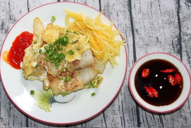 Bột chiên trứng & nui xào bò là Top 10 địa điểm ăn vặt ngon nhất quận 7, TP. Hồ Chí Minh
