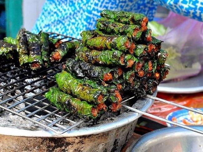 """Bò lá lốt """"Bà Chửi"""" là Top 10 địa điểm ăn vặt ngon nhất quận 7, TP. Hồ Chí Minh"""