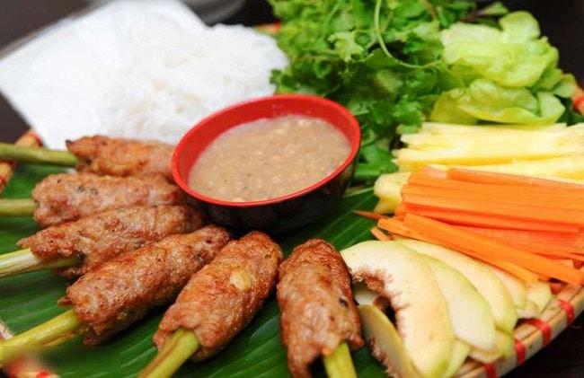chả lụi Hai chị em là Top 10 địa điểm ăn vặt ngon nhất quận 7, TP. Hồ Chí Minh