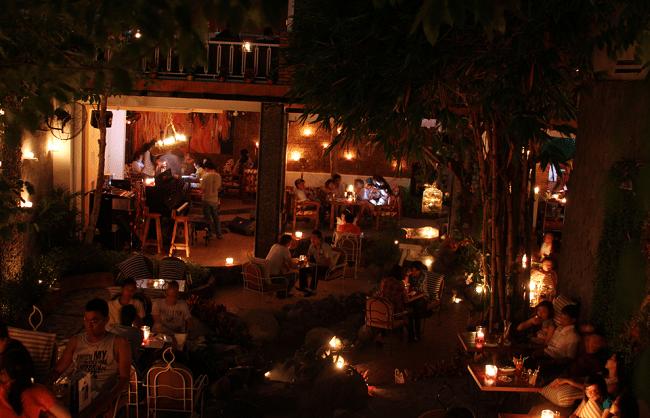 Nến Café là Top 10 Quán cà phê đẹp nhất quận Phú Nhuận, TP. Hồ Chí Minh