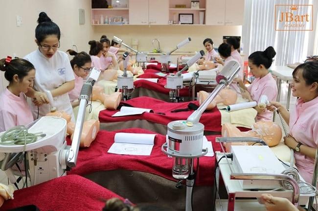Trung tâm dạy nghề thẩm mỹ Nguyễn Hoàng (JBart Academy) là Top 10 trung tâm dạy học chăm sóc da tốt nhất tphcm