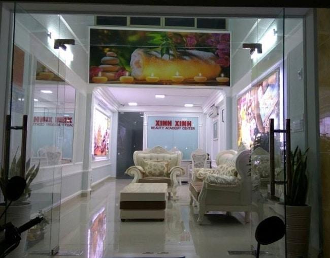 Trường dạy nghề thẩm mỹ Xinh Xinh là Top 10 trường dạy học điêu khắc lông mày, chân mày tốt nhất tphcm