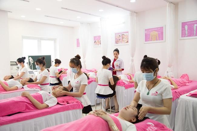 Một buổi học module facial chuyên nghiệp tại ANA