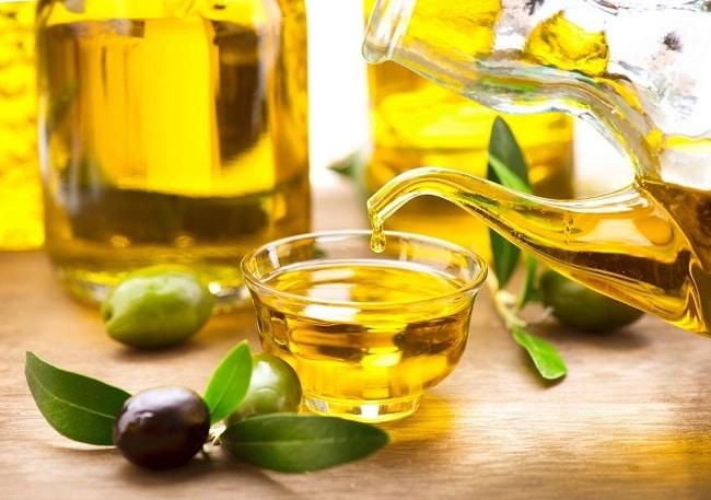 Dầu oliu và chanh là một trong 5 cách vệ sinh tủ lạnh đơn giản mà hiệu quả nhất