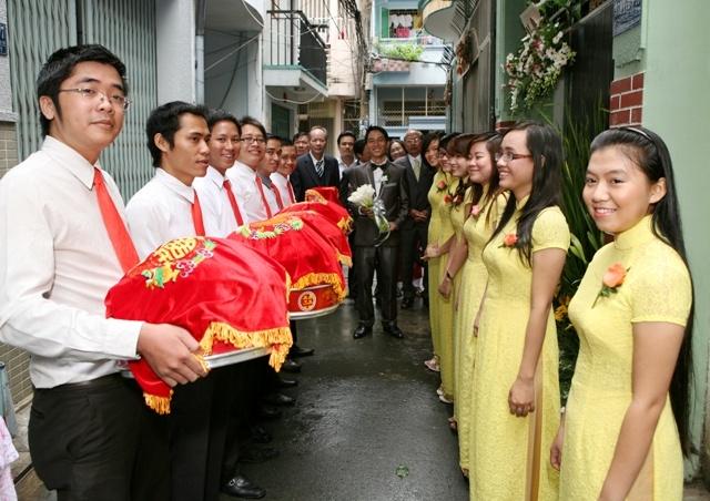 dịch vụ bưng quả chuyên nghiệp giá rẻ tại TPHCM Ngoc Trinh