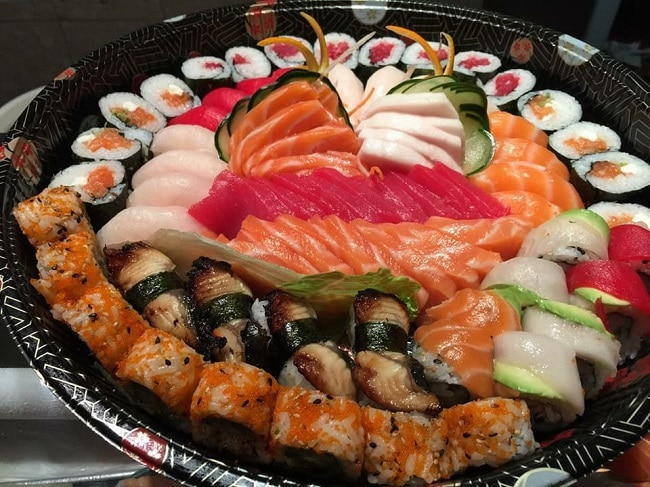 Sushi Sakura là Top 10 địa điểm ăn uống trên đường Sư Vạn Hạnh - Q.10 - TP. Hồ Chí Minh