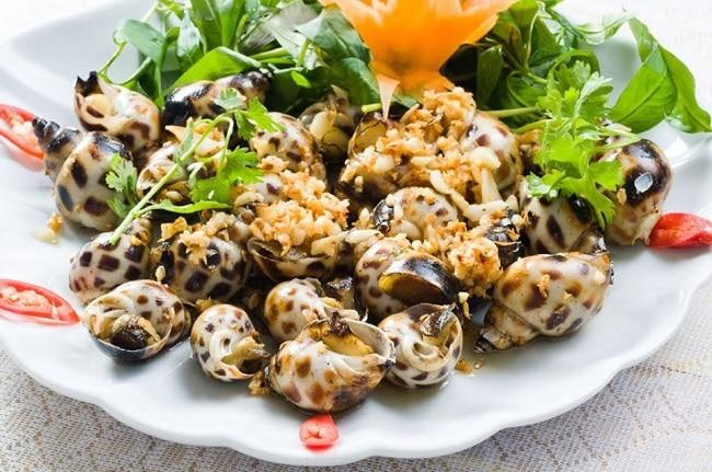 Quán Ốc Hồng là Top 10 Địa điểm ăn uống hấp dẫn tại quận Bình Tân, TP. Hồ Chí Minh