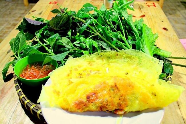 Quán Bánh xèo Chị Tám là Top 10 Địa điểm ăn uống hấp dẫn tại quận Bình Tân, TP. Hồ Chí Minh