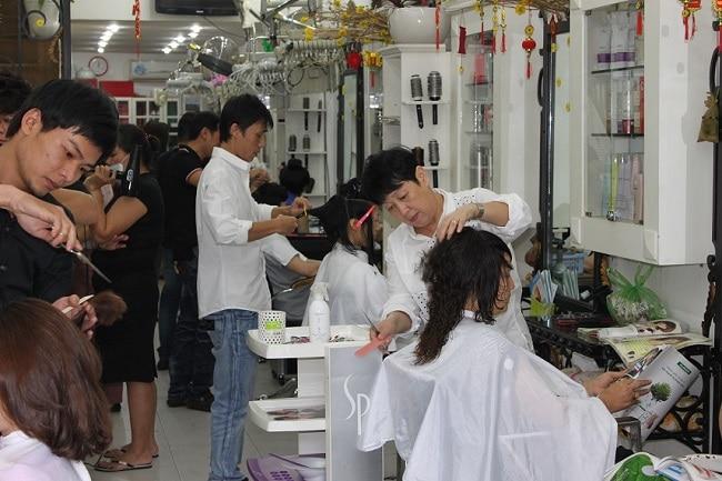 Salon tóc Khánh Vĩnh Hoàng là Top 10 Hair salon nhuộm tóc đẹp nhất TPHCM