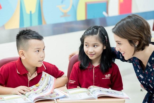 VUS là Top 10 Trung tâm tiếng Anh tốt nhất Quận Tân Phú, TPHCM