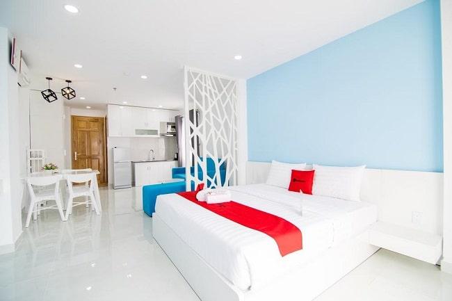 """RedDoorz Plus near Nguyen Hue Street là Top 10 Khách sạn giá """"rẻ mà tốt"""" nhất Quận 4"""