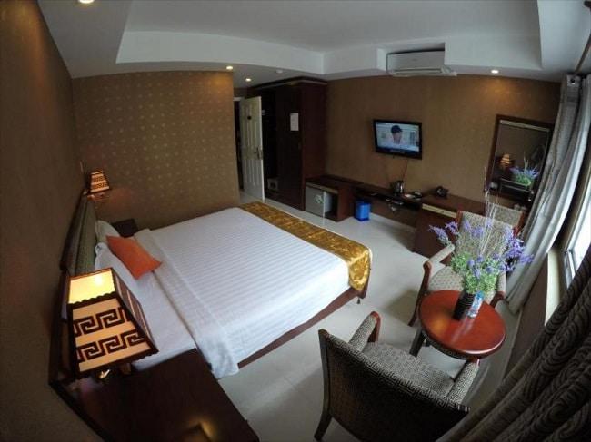 """Khách sạn One World là Top 10 Khách sạn giá """"rẻ mà tốt"""" nhất Quận 7"""