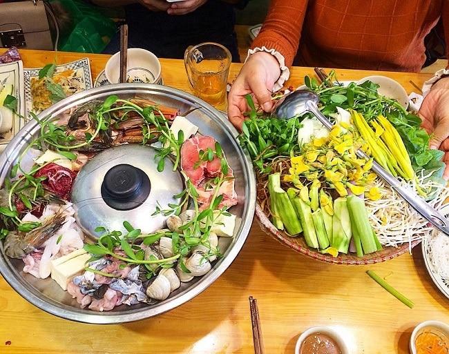 Lẩu mắm Bà Dú là Top 20 Quán ăn ngon ở quận 1, TPHCM bạn nên đến nhất